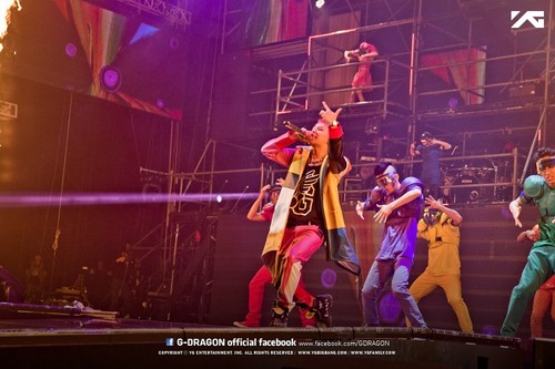 2013 1st WORLD TOUR G-DRAGON [ONE OF A KIND] 音乐会 in Fukuoka, 日本 (April 6th, 2013)