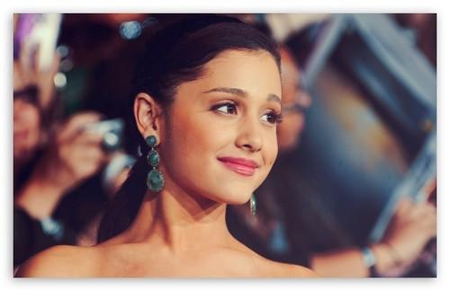 Ariana Grande -S-
