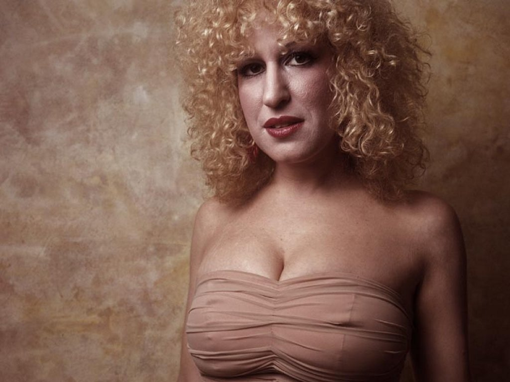 Bette Midler Boobs 86