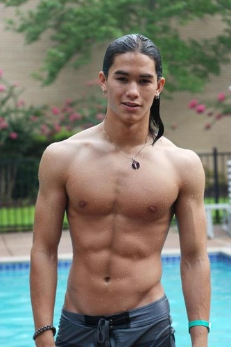actores más guapos fondo de pantalla possibly containing a hunk, a six pack, and swimming trunks called Booboo Stewart