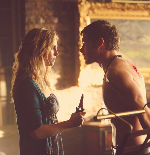 Caroline Forbes and Klaus Mikaelson in American gothique [4x18]