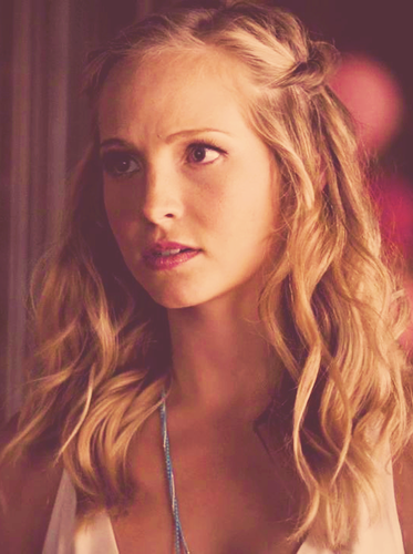 Caroline Forbes Обои containing a portrait entitled Caroline Forbes