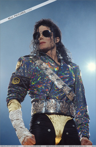 Dangerous era 바탕화면 possibly with sunglasses called Dangerous Tour <3