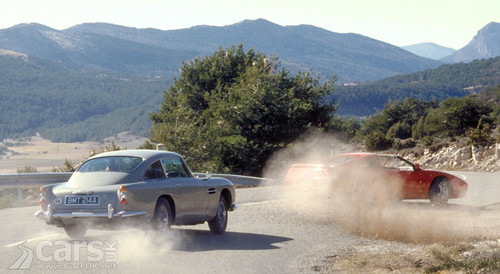 Goldeneye Car Chase Bond vs Xenia
