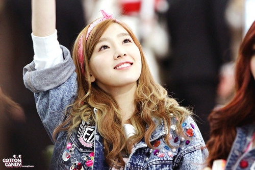 Girls Generation/SNSD wallpaper possibly containing a portrait called I Love You Taeyeon! <333