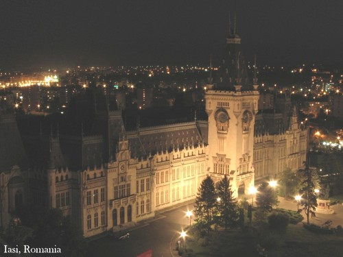 Iasi Romania palace of culture at night architecture foto