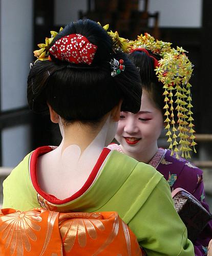জাপান দেওয়ালপত্র containing a kimono, a bouquet, and a camellia titled কিমোনো