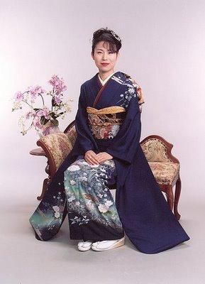 Japan karatasi la kupamba ukuta containing a kimono entitled kimono