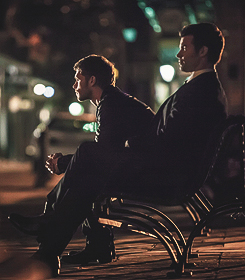 Klaus and Elijah Mikaelson in 4x20 'The Originals' stills