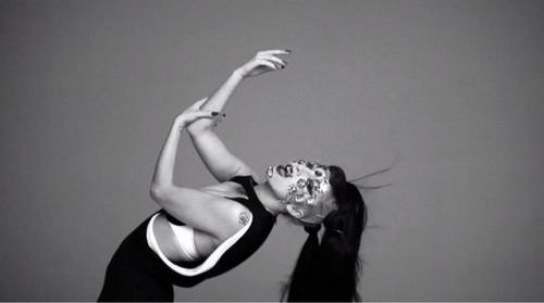 Lady Gaga - V Magazine 2011 Outtakes - Shot kwa Inez van Lamsweerde & Vinoodh Matadin