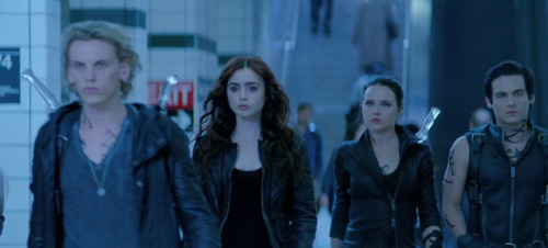 Lily as Clary Fray in The Mortal Instruments: City of BONES(ボーンズ)-骨は語る-
