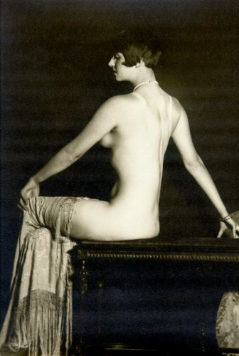 Louise Brooks Обои probably with a lectern, tights, and a leotard entitled Louise Brooks