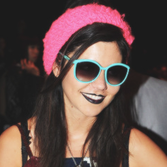jachthaven, marina and the Diamonds -Welsh Singer