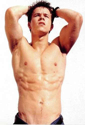 Mark Wahlberg Обои containing a six pack, a hunk, and swimming trunks entitled Marky Mark