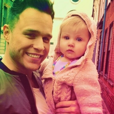 Olly Murs karatasi la kupamba ukuta probably with a neonate and a bonnet titled Olly Murs & Baby Lux