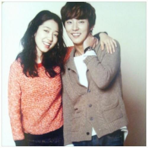 Park shin hye and Yoon shi yoon in Japanese magazine
