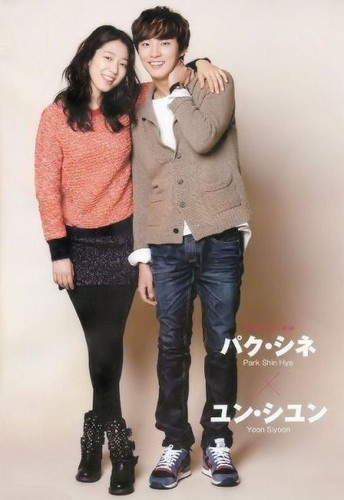 Park shin hye and Yoon shi yoon in Japanese magazine