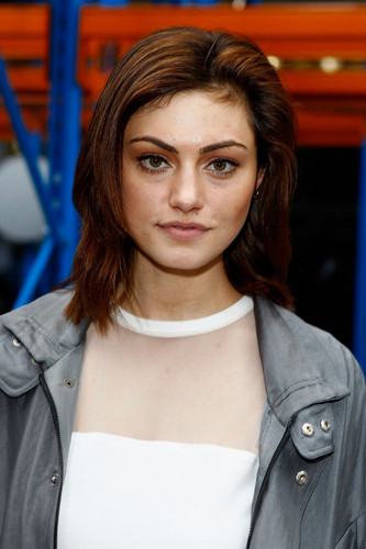 Phoebe Tonkin attends the Christopher Esber 显示 during Mercedes-Benz Fashion Week Australia