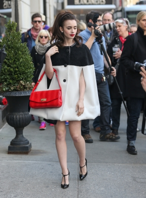 """Photoshoot outside """"Bergdorf Goodman"""" store in NYC (4th April 2013)"""