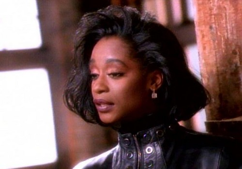 The 90s achtergrond with a portrait called Regina Belle