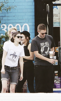Robert Pattinson & Kristen Stewart wallpaper possibly containing a sign and a street entitled Rob and Kristen out in LA (4th April 2013)