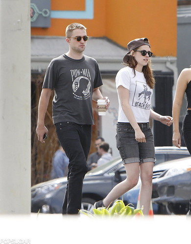 Rob and Kristen out in LA (4th April 2013) with Marafiki and holding hands.