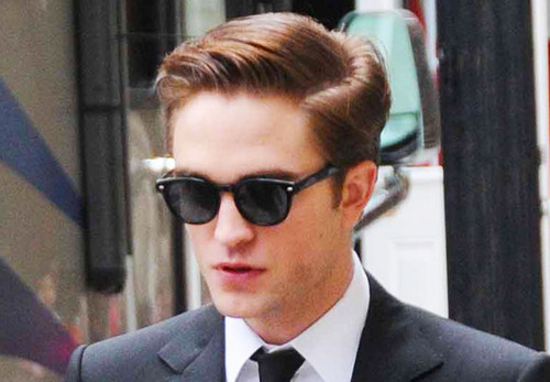 Robert Pattinson wallpaper containing a business suit, a suit, and a three piece suit titled Rob