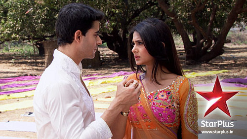 Saraswatichandra (TV series) karatasi la kupamba ukuta entitled Saras and Kumud