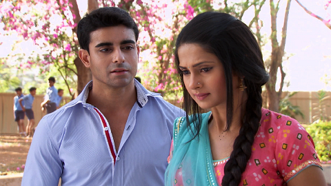 Saraswatichandra (TV series) karatasi la kupamba ukuta titled Saras and Kumud