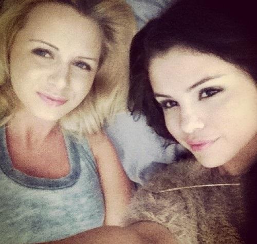 Selena - Personal 사진 (Social networks)
