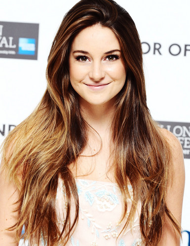 Shailene Woodley wallpaper with a portrait titled Shai♥