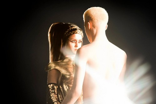 Shaun Ross in Katy Perry video ET feat Kanye West. (SCREENCAPS)