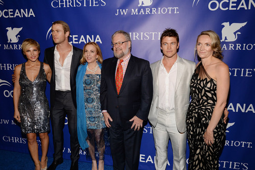 Chris Hemsworth wallpaper entitled The Inaugural Oceana Ball Hosted By Christie's