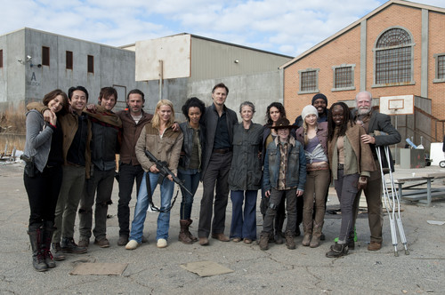 The Walking Dead پیپر وال possibly with a سٹریٹ, گلی titled The Walking Dead - 3x16 - Welcome to the Tombs - Behind the Scenes