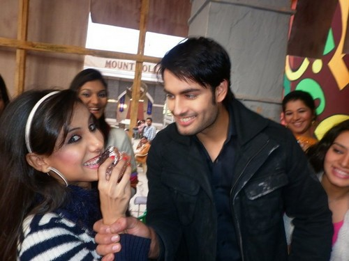 Vivian Dsena fond d'écran possibly containing a bearskin called Vivian Dsena