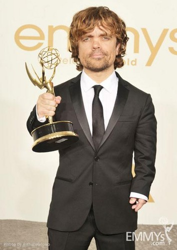 Peter Dinklage Hintergrund with a business suit called Wow! He's amazing *.*