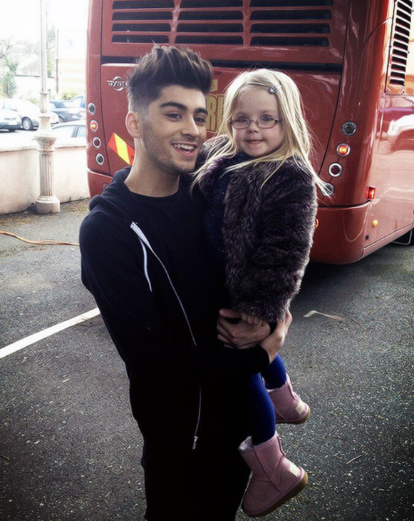 One Direction Zayn with a fanZayn With A Fan
