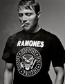 smoking hot in a 'Ramones' t-shirt