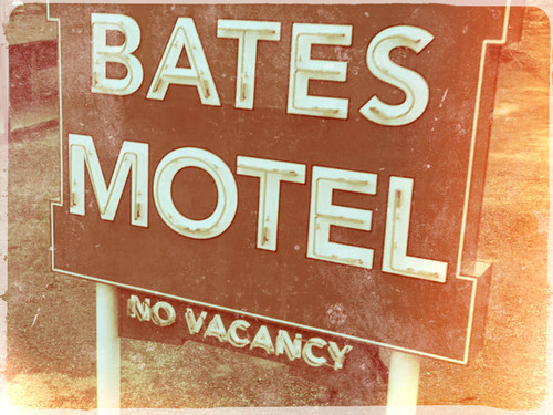 Bates Motel karatasi la kupamba ukuta possibly containing a no parking zone titled ★ Bates Motel ☆