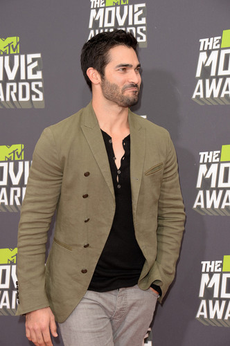 tyler hoechlin fondo de pantalla with a business suit titled 2013 mtv Movie Awards - Arrivals