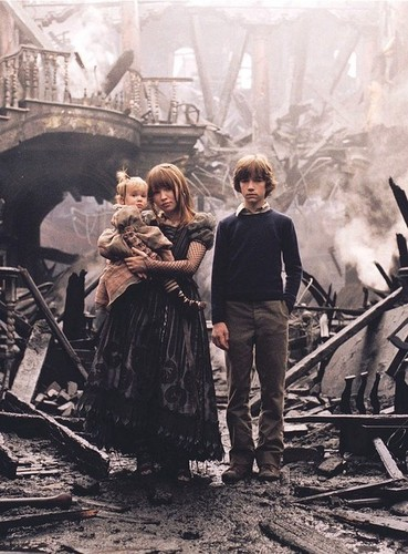 films achtergrond possibly with a lumbermill and a brand called A Series of Unfortunate Events