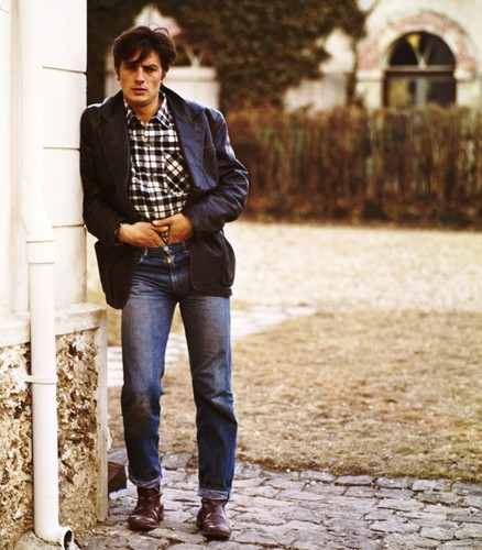 Alain Delon wallpaper possibly containing a hip boot, a street, and a business suit entitled Alain Delon