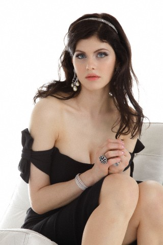 xxHybrid wallpaper containing skin entitled Alexandra Daddario gifs tumblr