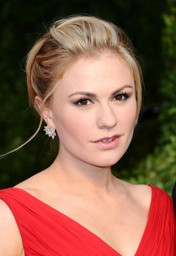 Anna Paquin wallpaper containing a portrait titled Anna Paquin