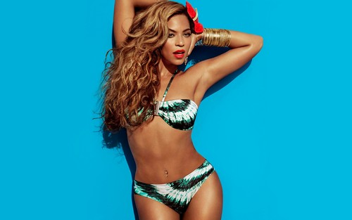 Beyonce پیپر وال containing a bikini called Beyonce H&M