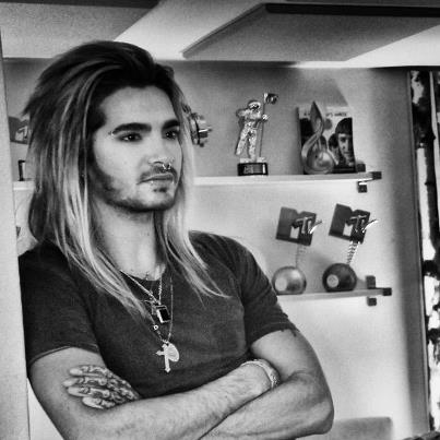 Bill Kaulitz 壁纸 probably with a sign titled Bill Kaulitz