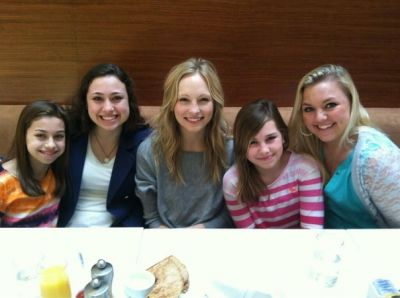 Candice at breakfast with دوستوں [07/04/13].