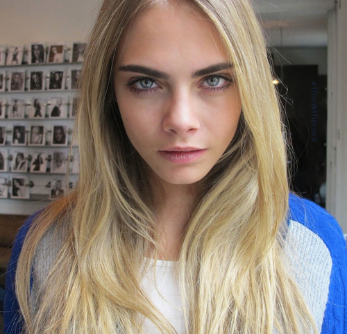 Cara Delevingne Обои possibly with a portrait entitled Cara♥