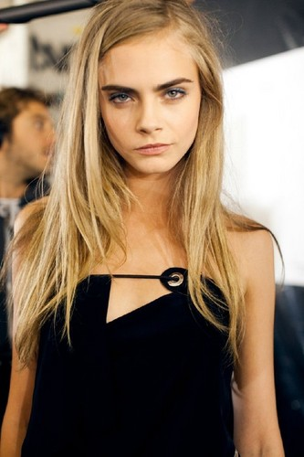 Cara Delevingne Обои with a portrait called Cara♥