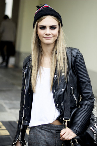Cara Delevingne achtergrond containing a well dressed person, a business suit, and a hip boot titled Cara♥